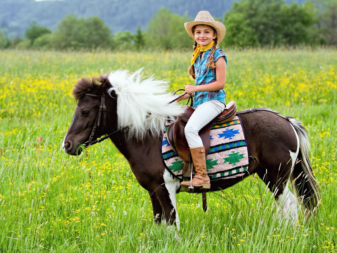 Junges Mädchen auf Pony